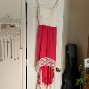 Beautiful full length Maxi Dress w Lace Detailing